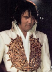 Elvis leaves the stage 